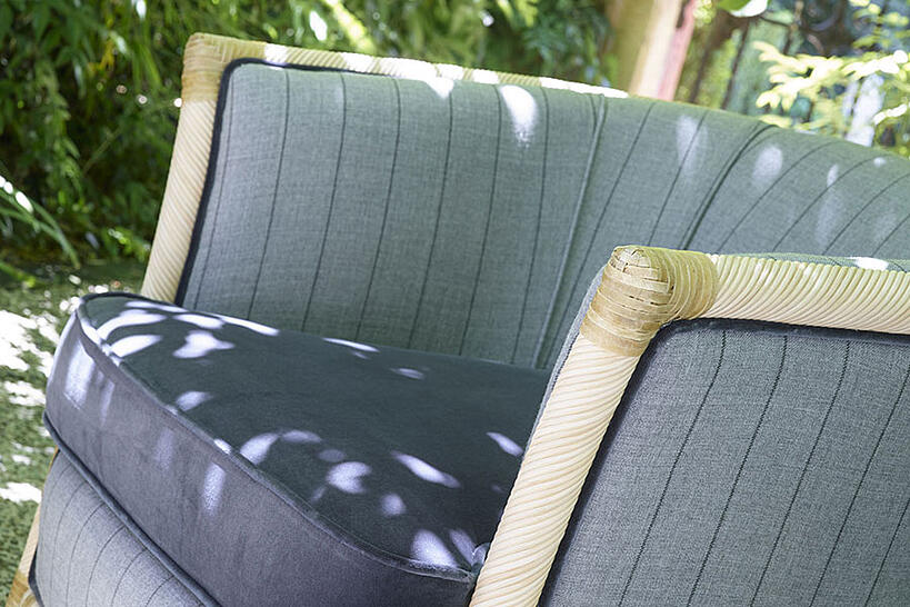 What features should quality outdoor fabric have? detail