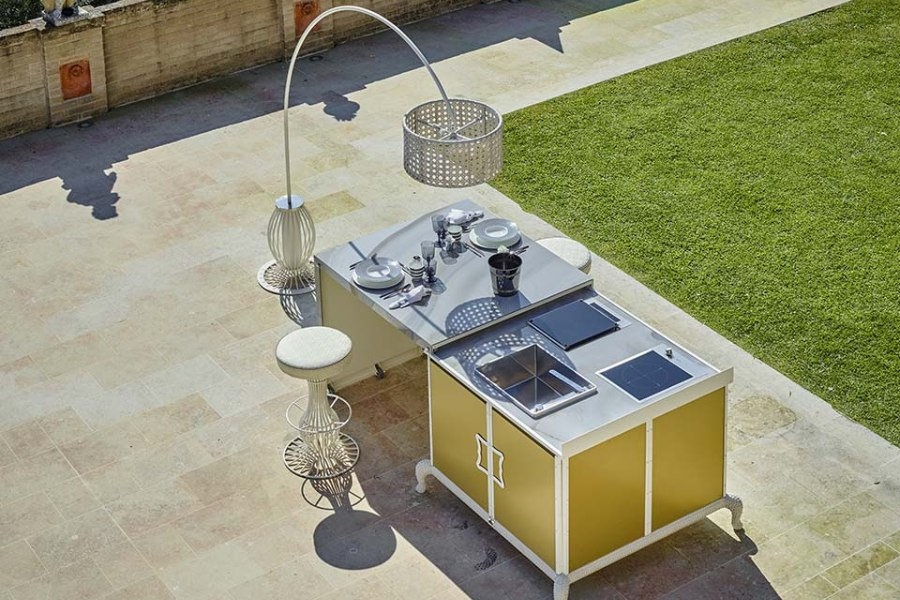 What are the different outdoor kitchen layout options 7