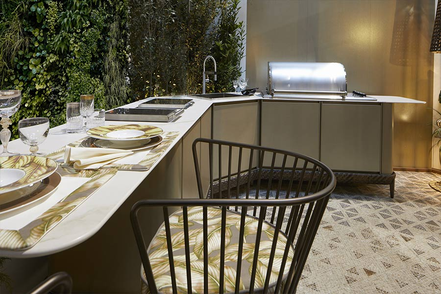 Luxury outdoor curved kitchens