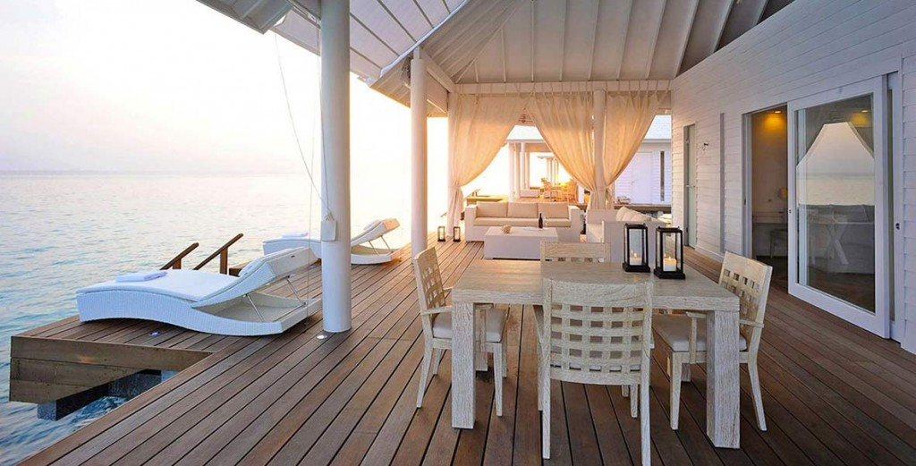 Outdoor furniture trends for hotels - mix materials and styles