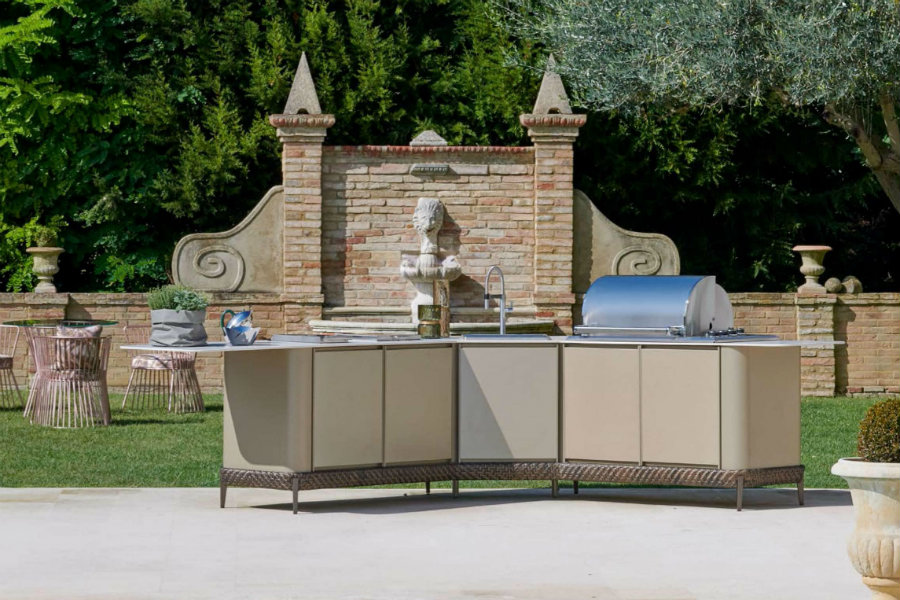 What are the different outdoor kitchen layout options 5