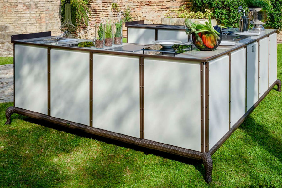 What are the different outdoor kitchen layout options 6