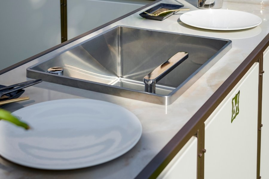 Luxury outdoor kitchen materials: from stainless steel to ceramic marble 3