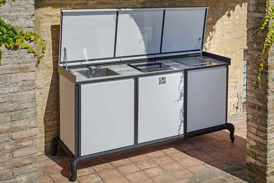 customising luxury outdoor kitchen 2