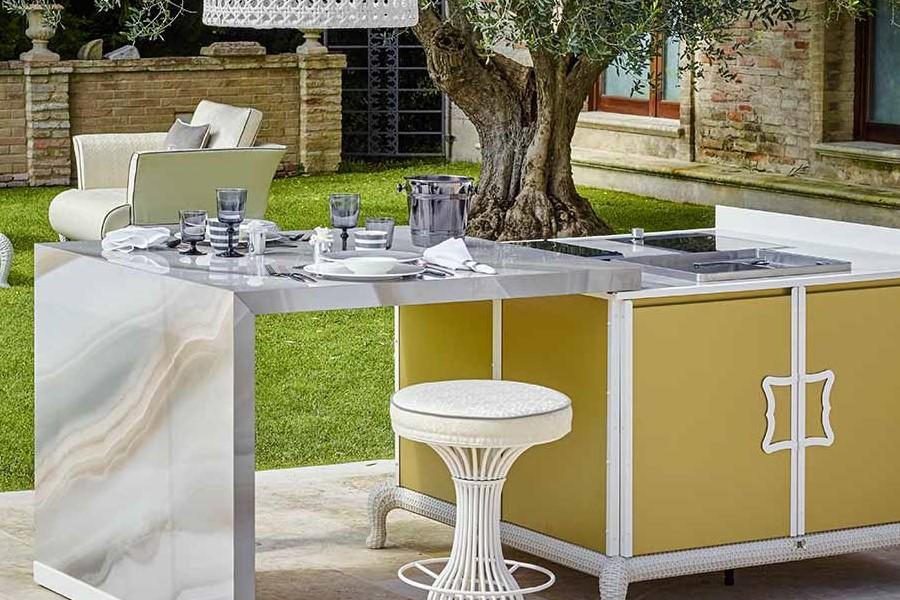 customising luxury outdoor kitchen 3