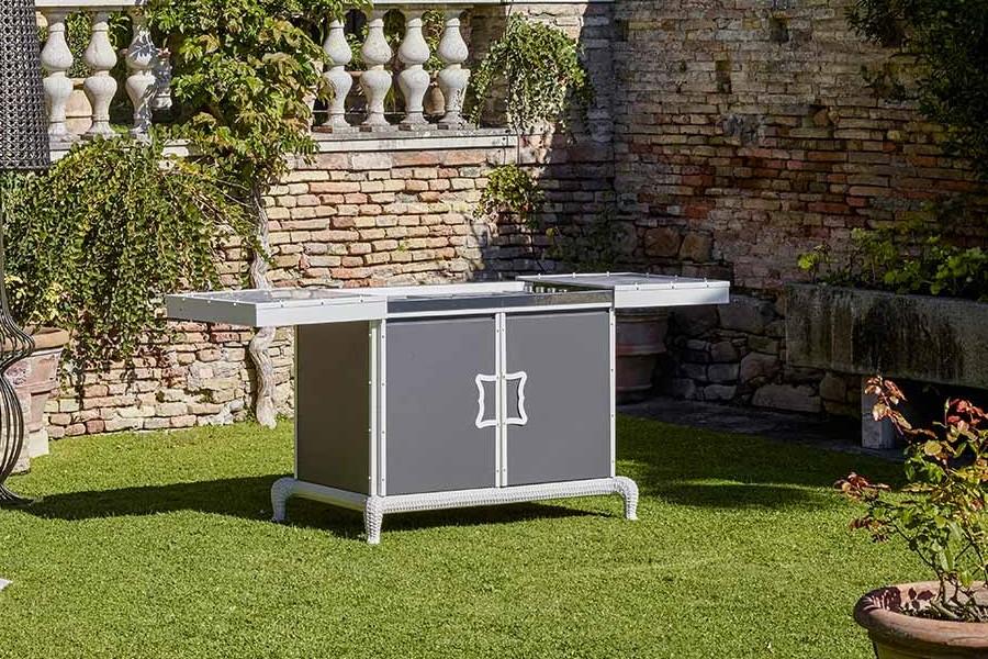 customising luxury outdoor kitchen 4