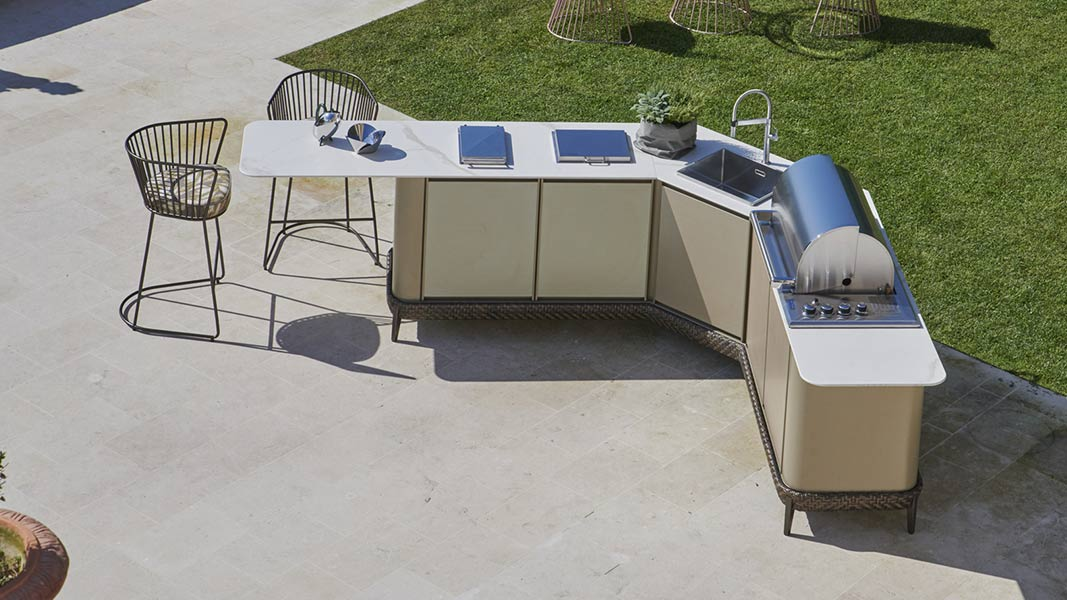 How to design a bespoke outdoor kitchen 2