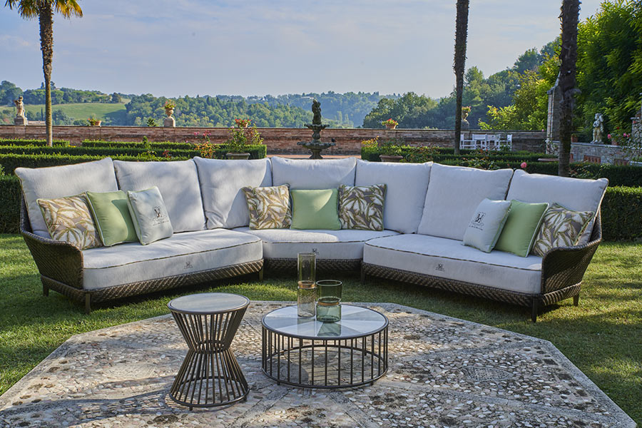 How do you create the perfect luxury outdoor living space 3