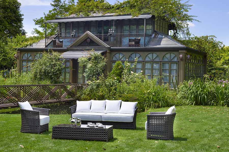 don't save money when buying outdoor furniture-living set