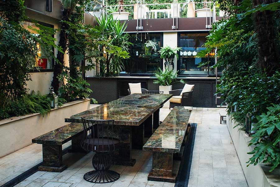Living outdoors: integrating dining and conversation spaces 6