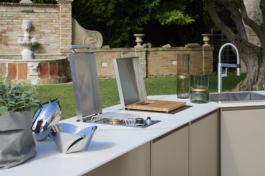 L-shaped outdoor kitchens details