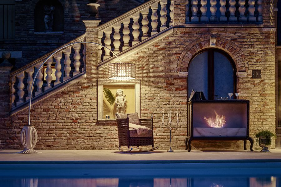 Give a unique touch to outdoor spaces with fireplace