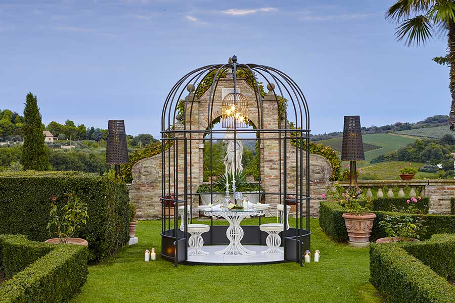Useful tips to choose luxury outdoor furniture-cage
