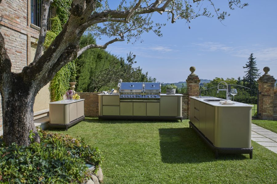 freestanding outdoor kitchen 1
